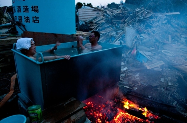 Hot tub in Japan - Funny pictures
