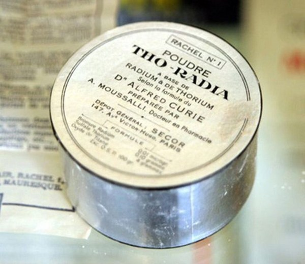 Radioactive products from past - Radium powder