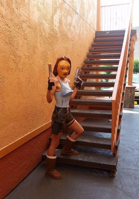 Lara Croft Polygon Cosplay - Funny pictures