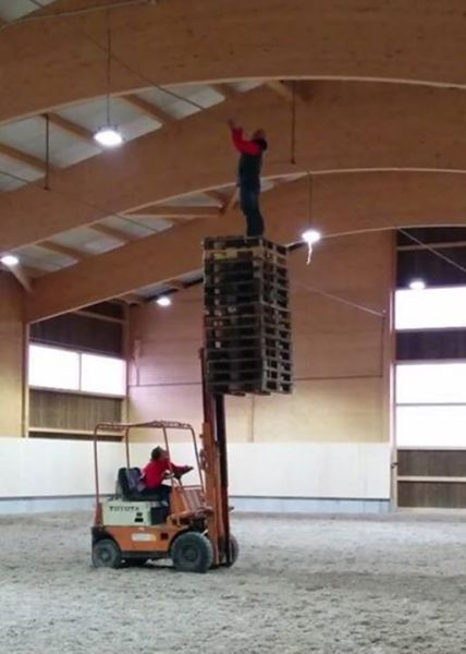 Funny Pictures Of The Day - Safety At Work 5 Pics